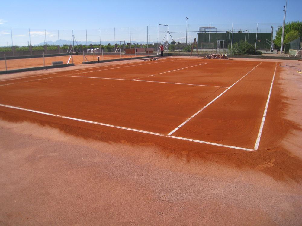 Construcción pistas de pádel césped artificial deportivo y residencial