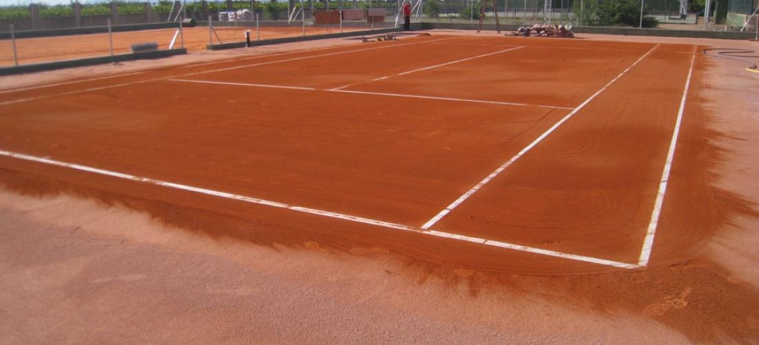 COURTS DE TENNIS EN TERRE BATTUE - Verdepadel